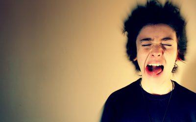 ¿Cuál es el mejor tono de voz para motivar a los adolescentes?